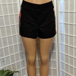 Sofia Shorts with colorful palm leaf sides🌴